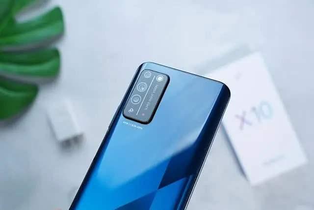 vivoY73s和荣耀x10哪个好?手机参数对比怎么样?