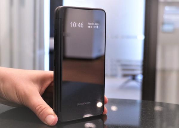 效仿iPhone12,这款品牌也不再赠送充电器