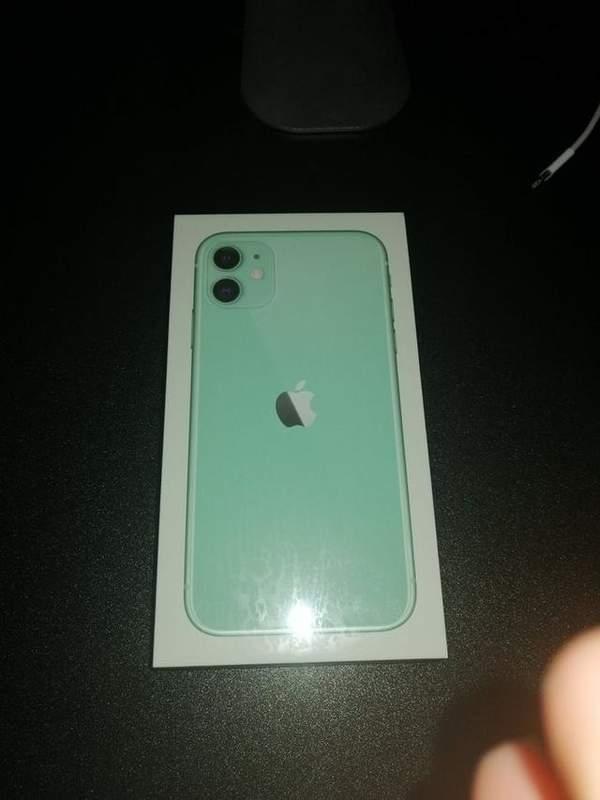 iPhone12新包装首爆,没有充电器耳机后包装盒非常薄