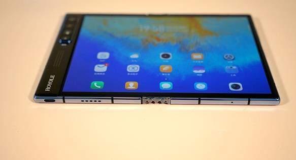 柔宇FlexPai2手机图赏,采用外翻式设计
