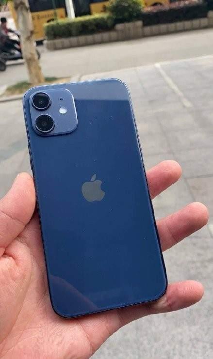 iPhone12蓝色对比iPhone12Pro海军蓝,色差太大慎买