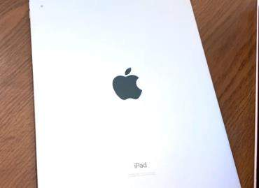 iPadAir4真机开箱视频曝光,比iPhone12多个充电器