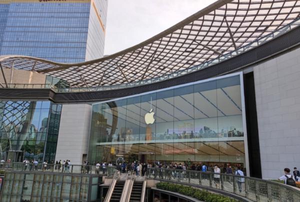 iPhone12开售排队,iPhone12Pro最高溢价3000元