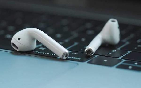 iPhone12隐藏功能曝光,将为新AirPods提供反向无线充电