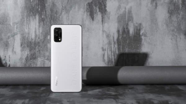 realme真我Q2官宣:realme首款素皮手机