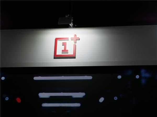一加8T外观设计官宣,采用3D曲面玻璃的设计