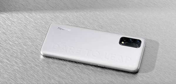 Realme Q2系列轻潮灰素皮版真机图赏:内敛与张扬并存