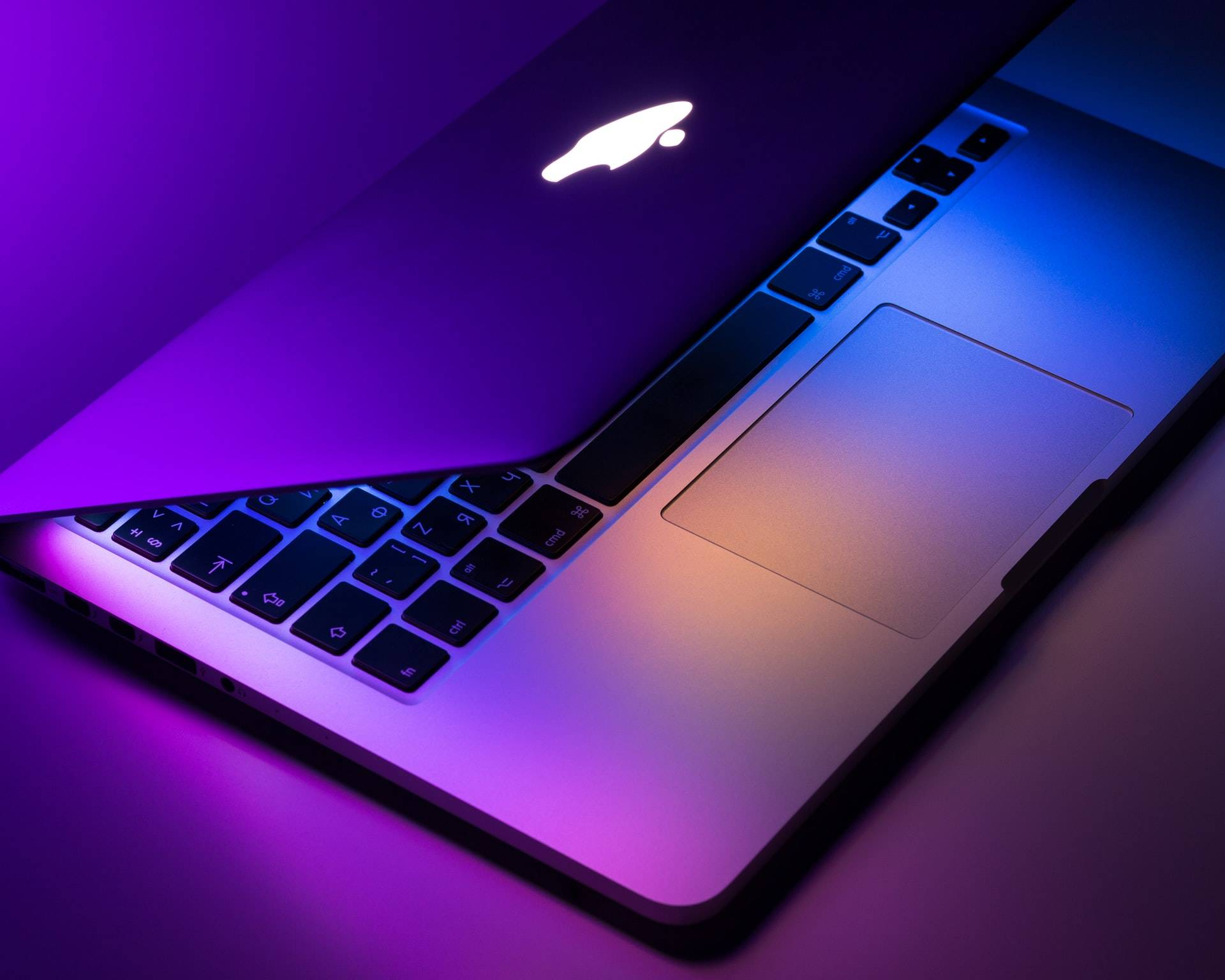 苹果Mac转向自研处理器,与英特尔的CPU正式分手!