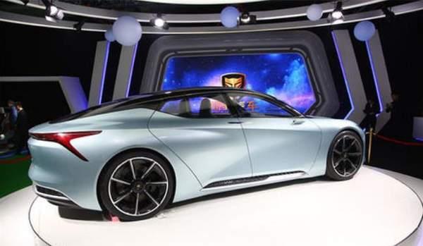 理想汽车上市第一天,市值近千亿暴涨43%