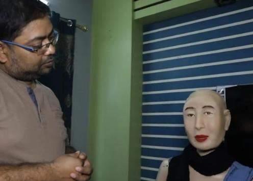 印度首款女性智能机器人亮相,网友:佩服这审美!