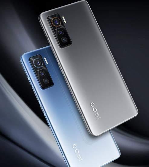 iQOO 5手机测评:为游戏而生的旗舰机!