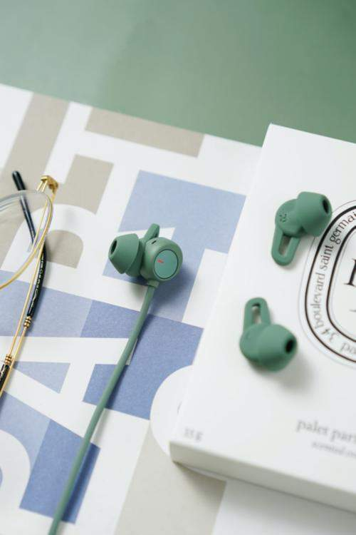 华为FreeLace Pro无线耳机图赏,充电5分钟听歌5小时