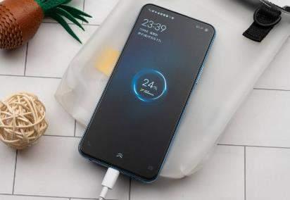 iQOO Z1x 评测:120Hz竞速屏价格1598起值得买吗