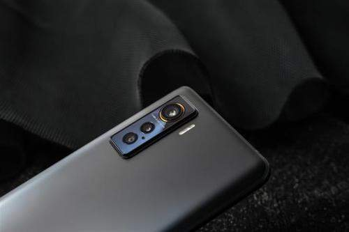 iqoo5和一加8哪个好?手机的参数配置怎么样?