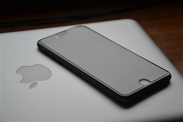 苹果MacBook专利曝光,掌托可支持无线反向充电!
