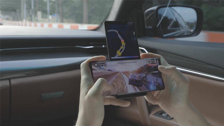 LG Wing真机曝光,游戏玩家的物理外挂!