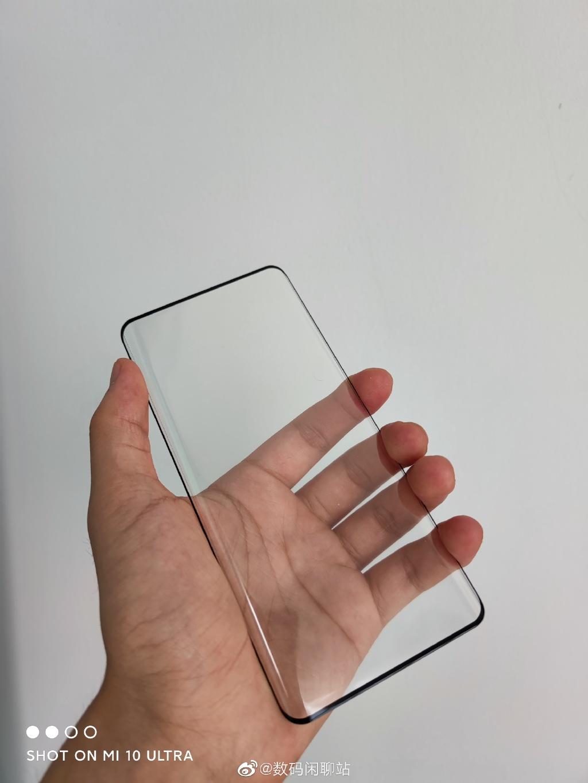 华为mate40系列样品膜曝光,mate40可能是小屏旗舰手机