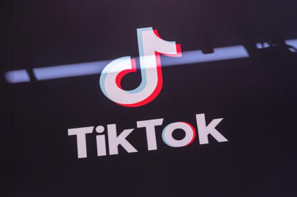 拯救TikTok,美国TikTok粉丝给特朗普竞选App刷差评