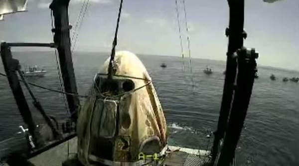 SpaceX龙飞船载宇航员返回地球,开启世界商业载人航天新时代