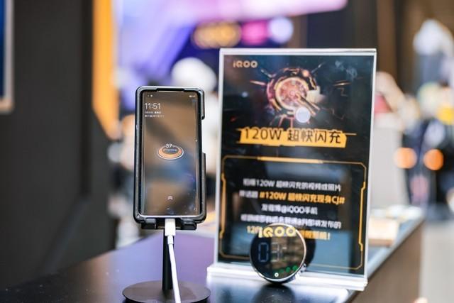 iQOO120W破记录成为最快充电手机 将于8月正式发布!