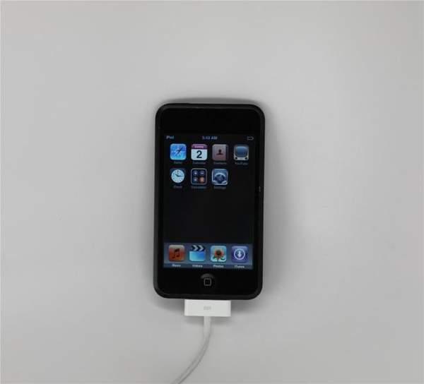 iPod Touch原型机曝光:苹果首款金属黑色表面设备