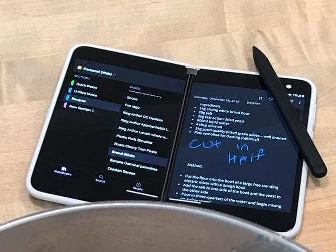 微软surface duo真机图曝光:重新定义双屏手机