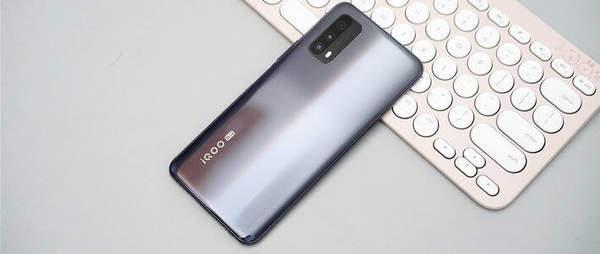 realmex7pro和iqooz1哪个值得买?有什么区别?