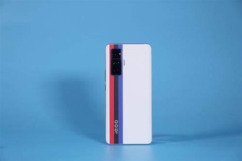 iQOO5Pro全网首发:120Hz屏+120W快充,售价4998元起