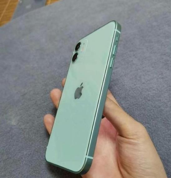 iPhone12真機曝光:直角邊設計,外觀回歸經典