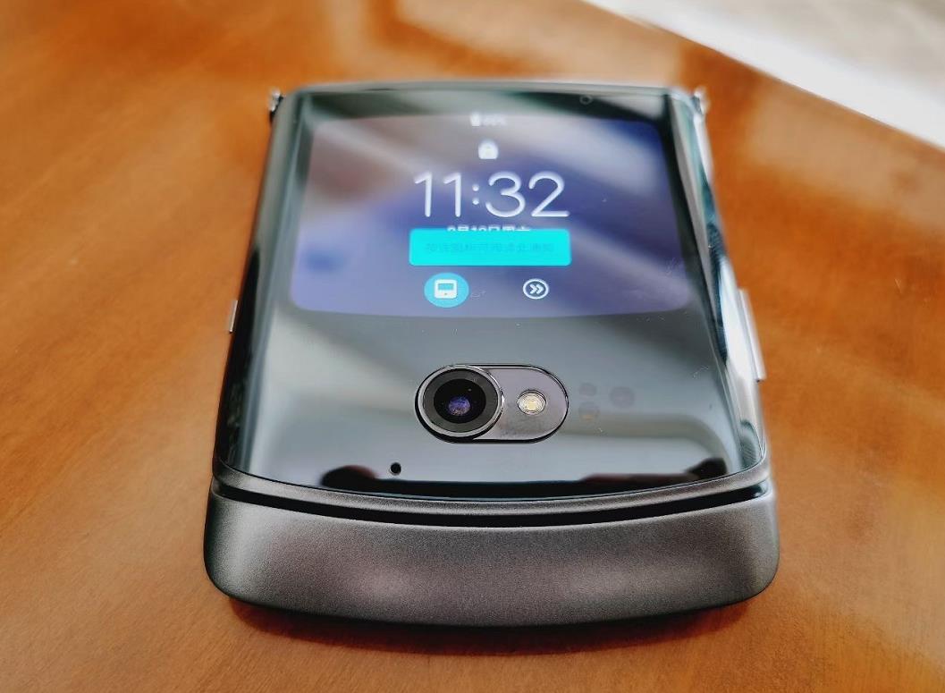 Moto Razr 5G折叠屏手机太畅销!已经成为理财产品!