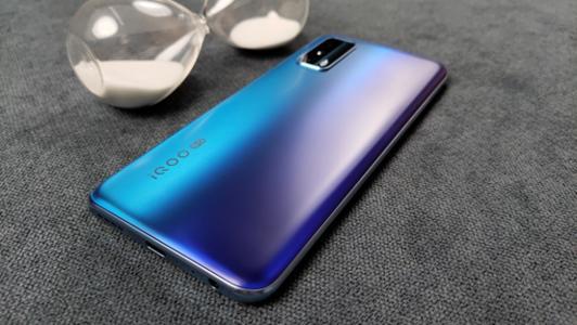 vivoy70s和iqooz1x哪个好?手机参数对比怎么样?