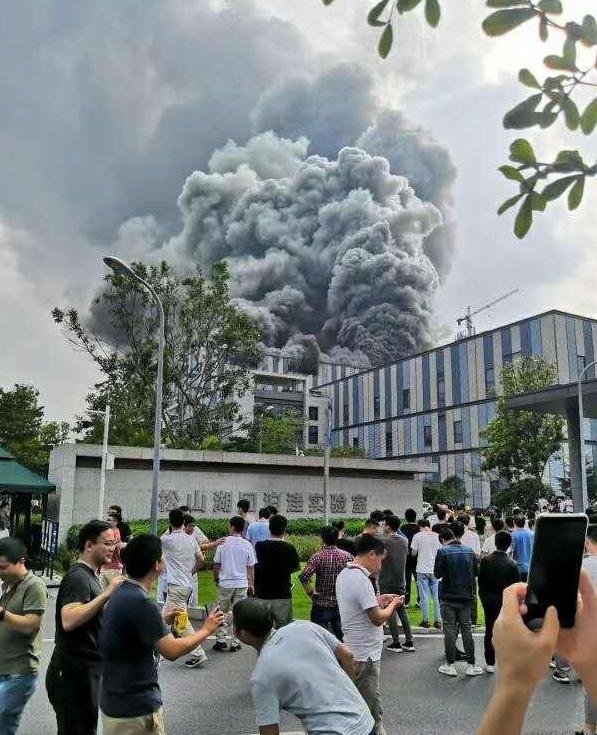 官方称华为起火建筑与实验室无关,系在建项目着火没有伤亡