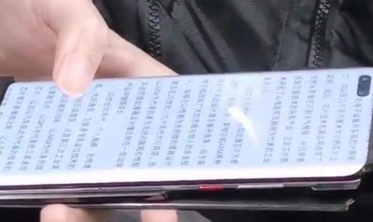 华为Mate40Pro真机谍照曝光:瀑布屏+双挖孔