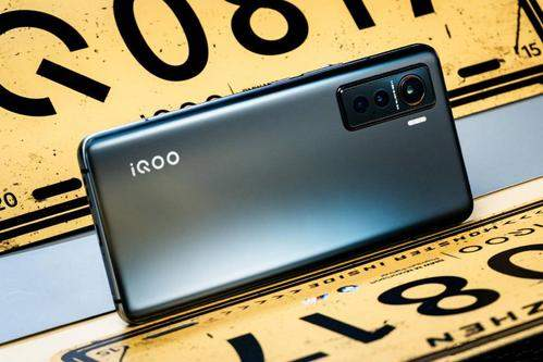 一加8和iqoo5哪个好?一加8和iqoo5参数对比怎么样?