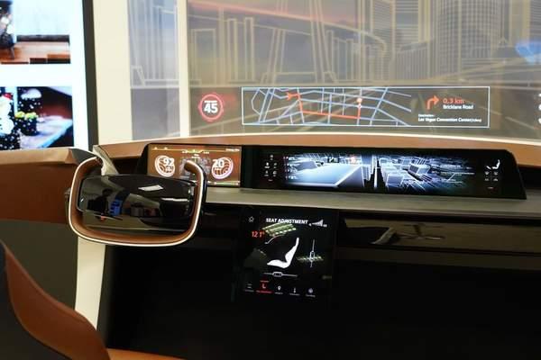 LG与现代汽车推出IONIQ概念客舱,77英寸OLED柔性显示屏太显眼