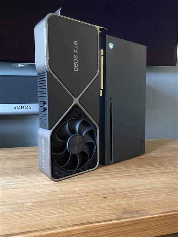RTX 3090和XSX个头大小对比,差距太大了!