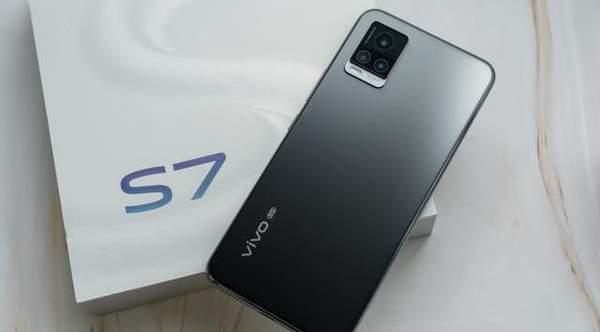 vivoS7顶配版3098元,这个价格值得购买吗?